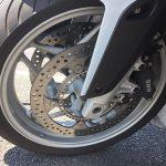 高速道路の段差で … バイクのホイールは歪むのか? BMW R1200R(2010)