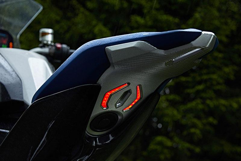 bmw_motorrad_Concept_9cento_05