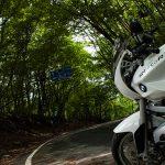粕尾峠の正しい走り方とは… BMW R1200R(2010)